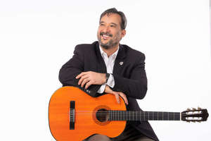 Gilberto Carles and guitar
